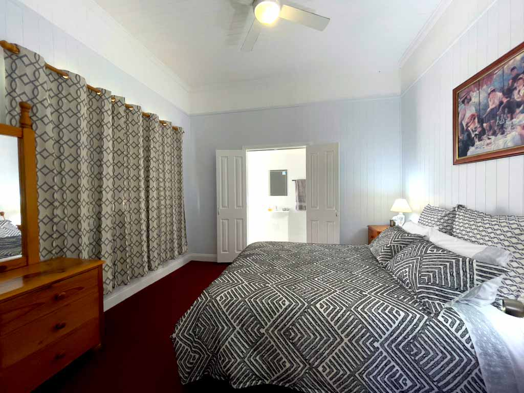 Canningvale_Queenroom_with-ensuite